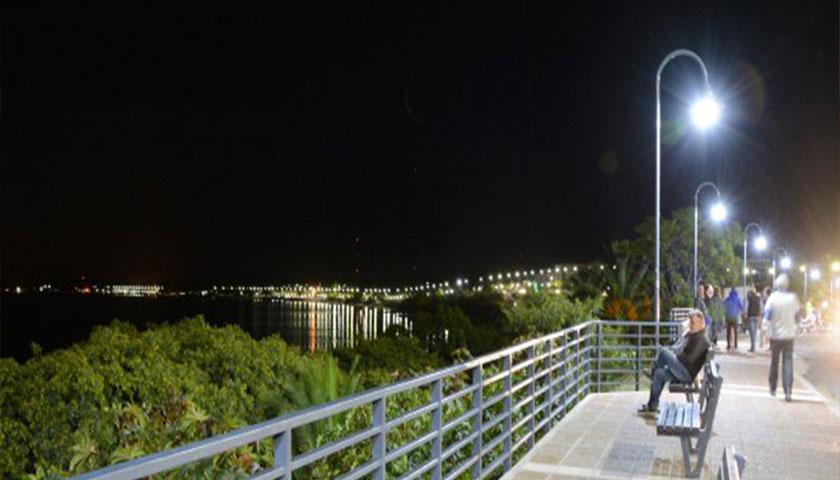 Se encendieron oficialmente luces de la nueva vereda de la Rambla Colonia Sacramento