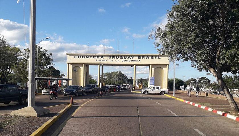 UN INDIVIDUO LE ROBÓ ARMAS A UNA POLICÍA EN EL PUENTE DE LA CONCORDIA