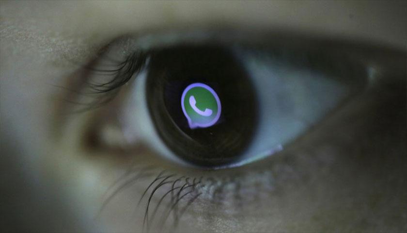 Hasta el santo desconfía de WhatsApp