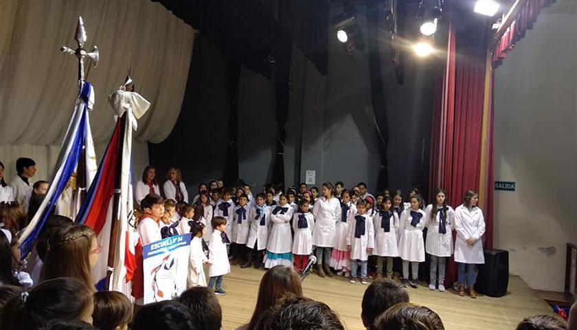 Teatro Artigas de Cardona Actos 19 de Junio Escuela Nro 54