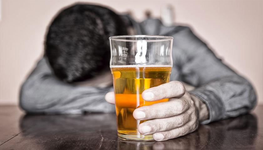 8 de cada 10 jóvenes consume alcohol en exceso al menos una vez por semana