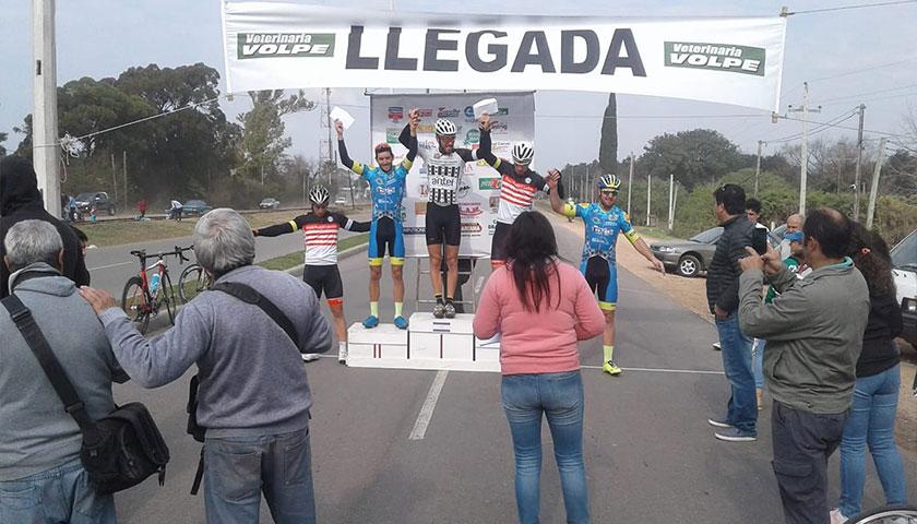 Cardona Wanderes en lo más alto del podio
