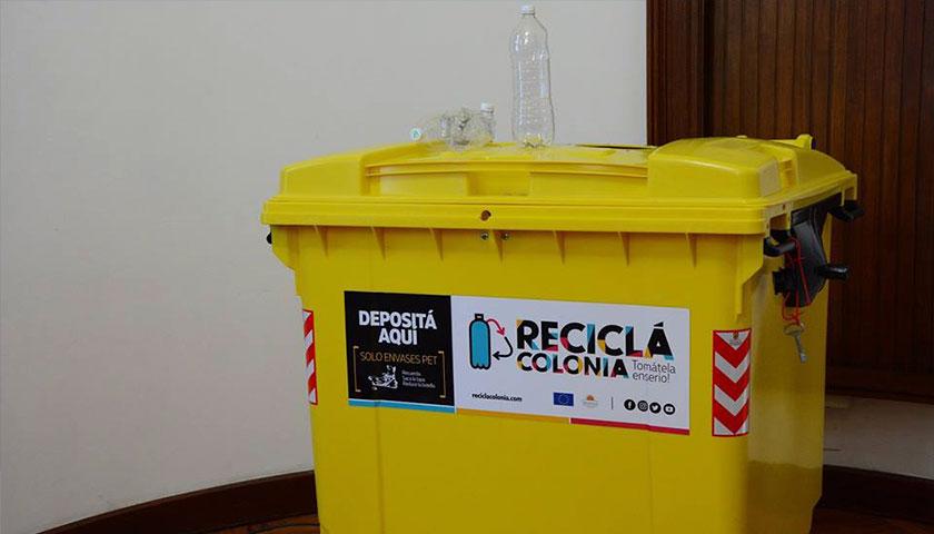 Entrega de los nuevos contenedores específicos para el depósito de envases PET