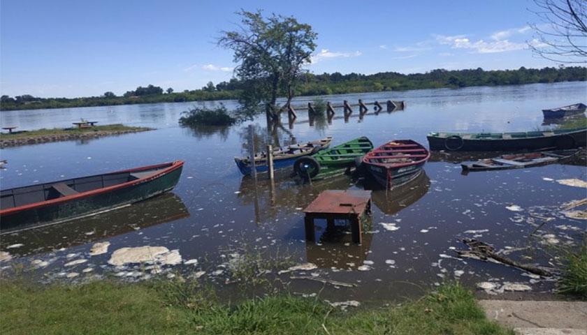 Crece el Rio Negro y Mercedes se prepara para evacuaciones