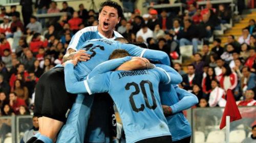 Uruguay empató 1 a 1 con Perú en Lima jugando con diez jugadores gran parte del partido