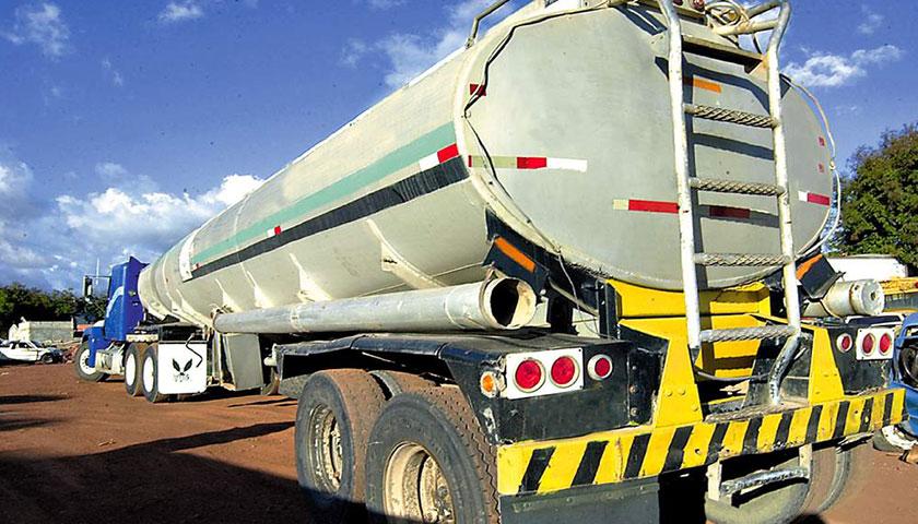 Robaron combustible de un camión cisterna cerca de Cardona
