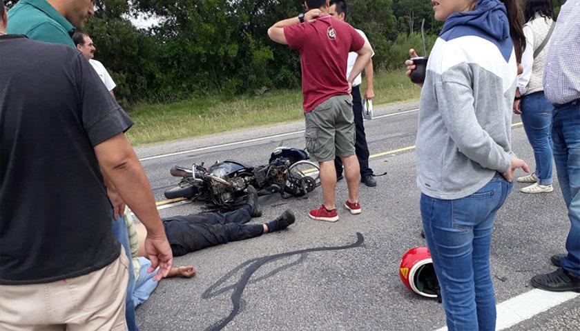 Motociclista Impactó Contra un Automóvil en Ruta Nº 2