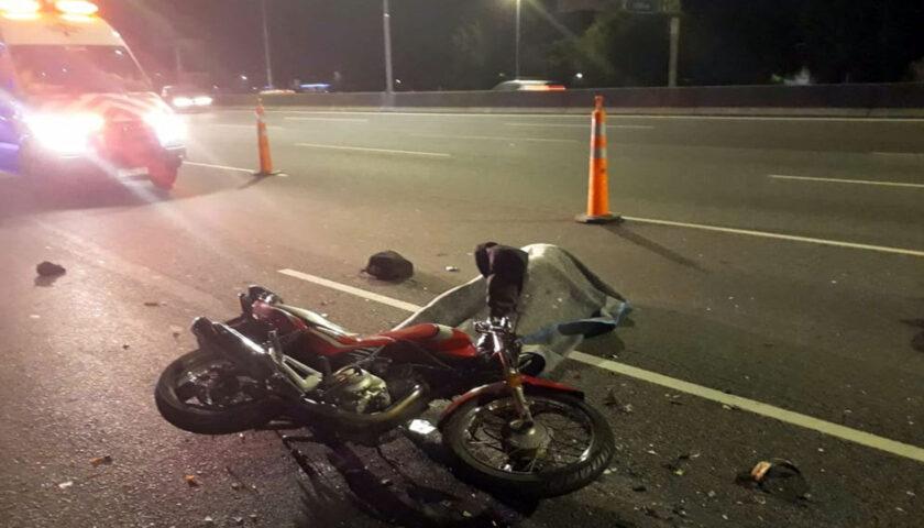 Pareja de motociclistas de 19 y 15 años sufrieron accidente en proximidades de Rodó
